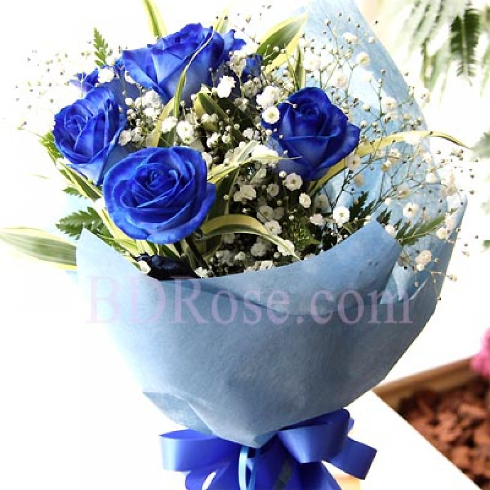 4 pcs Blue Roses in a bouquet.