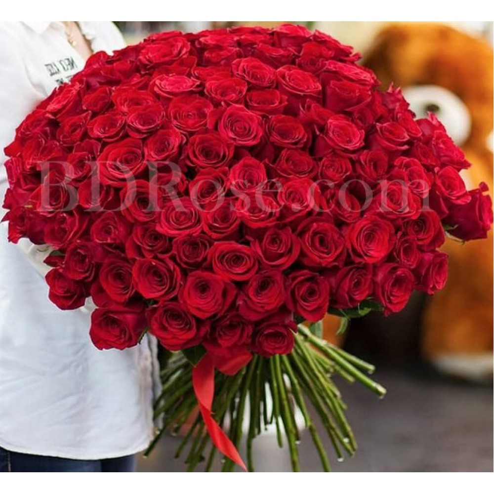 100 pcs red roses in bouquet